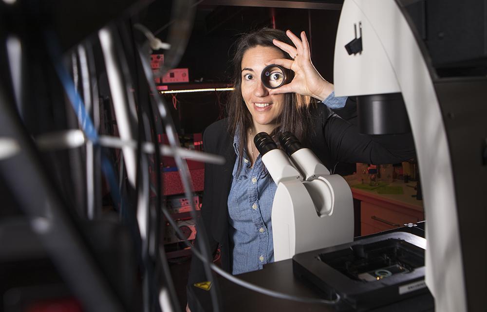 Ilaria Testa, lektor på Institutionen för tillämpad fysik vid KTH. Foto: Johan Marklund