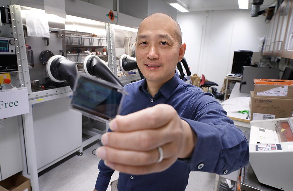 Feng Gao, professor i biomolekylär och organisk elektronik vid Linköpings universitet. Foto: Lasse Hejdenberg