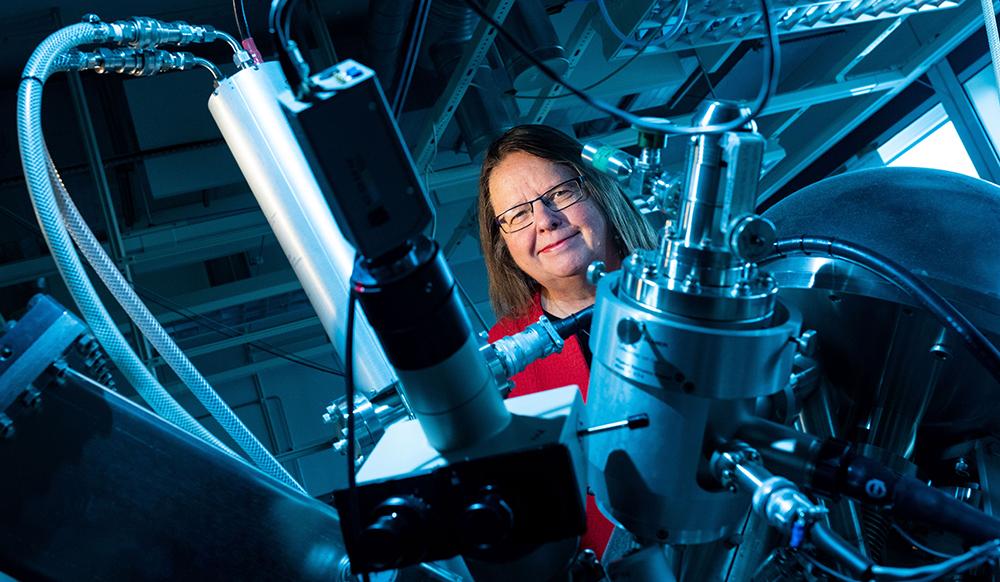 Kristina Edström, professor i oorganisk kemi vid Uppsala universitet, koordinerar Battery 2030+ med stöd från SSF och EU-kommissionen. Foto: Mikael Wallerstedt