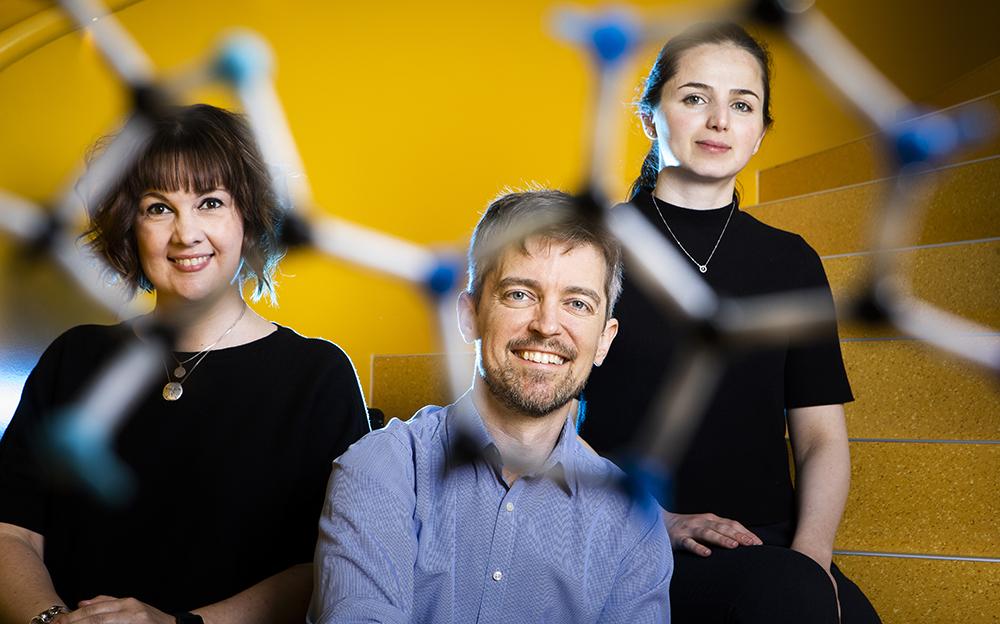 Nina Grankvist, Roland Nilsson och Irena Roci, forskare vid KI. Foto: Johan Marklund