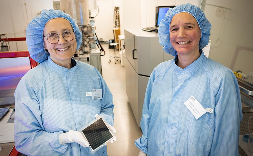 Marika Edoff och Charlotte Platzer-Björkman, professorer på Uppsala universitet. Medverkar i projektet gör även KTH och Chalmers. Foto: Mikael Wallerstedt